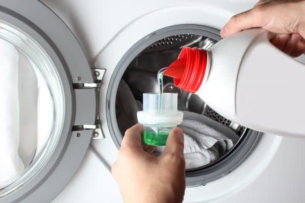 is powder or liquid detergent better for the environment